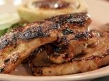 Мариновани меса на грил с магданозен сос
