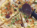 Пица с кисело зеле и наденици