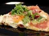 Пица от карфиол с яйца и моцарела
