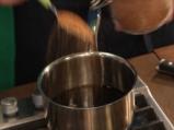 Печен лук с чеснови крутони