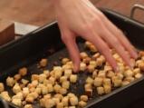 Печен лук с чеснови крутони 3