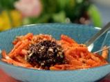 Салата от моркови с маслинова паста