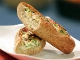 Хлебни лодки с яйца, бекон и лук