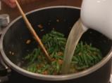 Супа от зелен фасул с поширани яйца