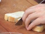 Супа от целина, синьо сирене и орехови кротончета 3