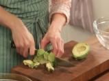 Салата от тиквички и авокадо 2
