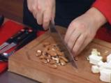 Броколи с тофу в бадемов сос