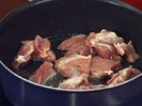 Свинско с кисели краставички