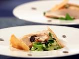 Пилешка салата с тиквички и спанак