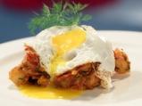 Картофена манджа с чоризо и пържени яйца
