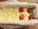 Солен кейк с тиквички, халуми и чери домати 3