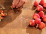 Червена плодова салата