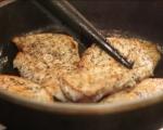 Пържоли от пилешки гърди върху шарено зеленчуково пюре  6