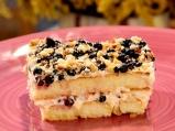 Млечен десерт с бишкоти и боровинки
