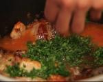 Заек с доматен сос и пържени гъби 3