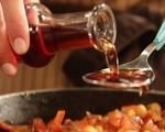 Топла салата с нахут и царевица 4
