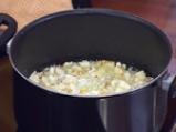 Супа от пащърнак с картофени топчета и къри