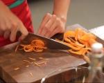 Салата от моркови и брюкселско зеле