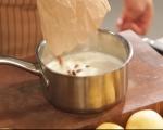 Сладкиш с круши и стафиди 2