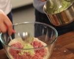 Кюфтета с бял сос върху спагети 2