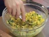 Лучен наан със сирене и салса от манго 4