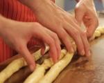 Хляб с бекон, лук и чедър 6