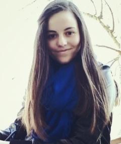 Емили Нинова